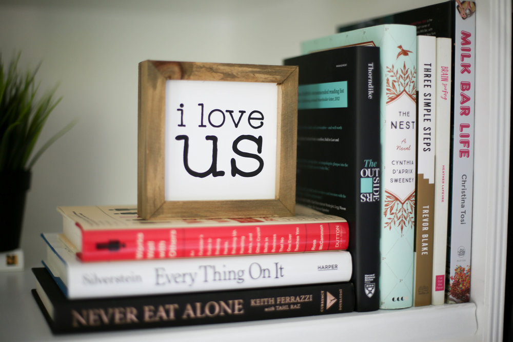 i love us sign, built in shelf,