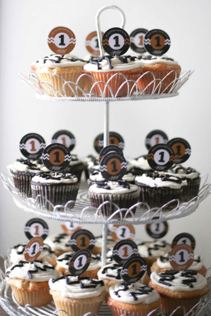 zig zag cupcakes, first birthday, black and white birthday party, cupcakes, first birthday party