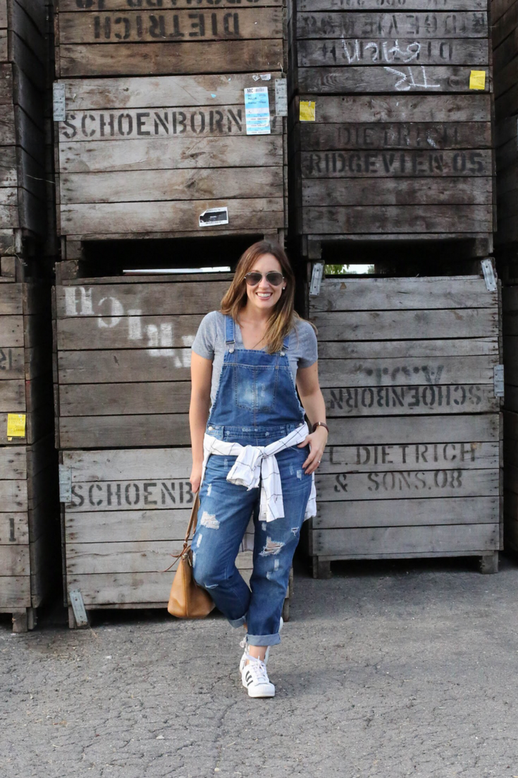 overalls, tee shirt and overalls, overall layers, fall overalls, overalls and sneakers