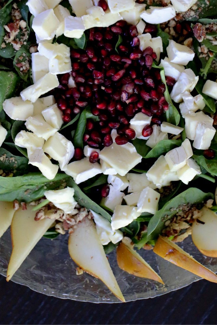 thanksgiving harvest salad, spinach salad, brie, pomegranate seeds, pecans, pears, homemade dressing, thanksgiving salad