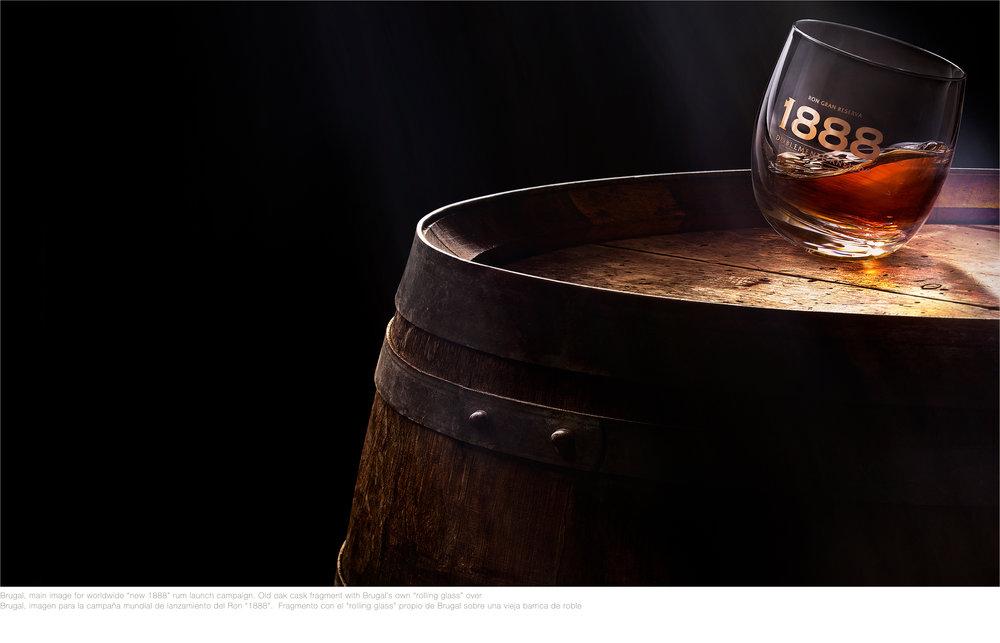08 Brugal 1888 Fragmento de Barrica con vaso OK.jpg