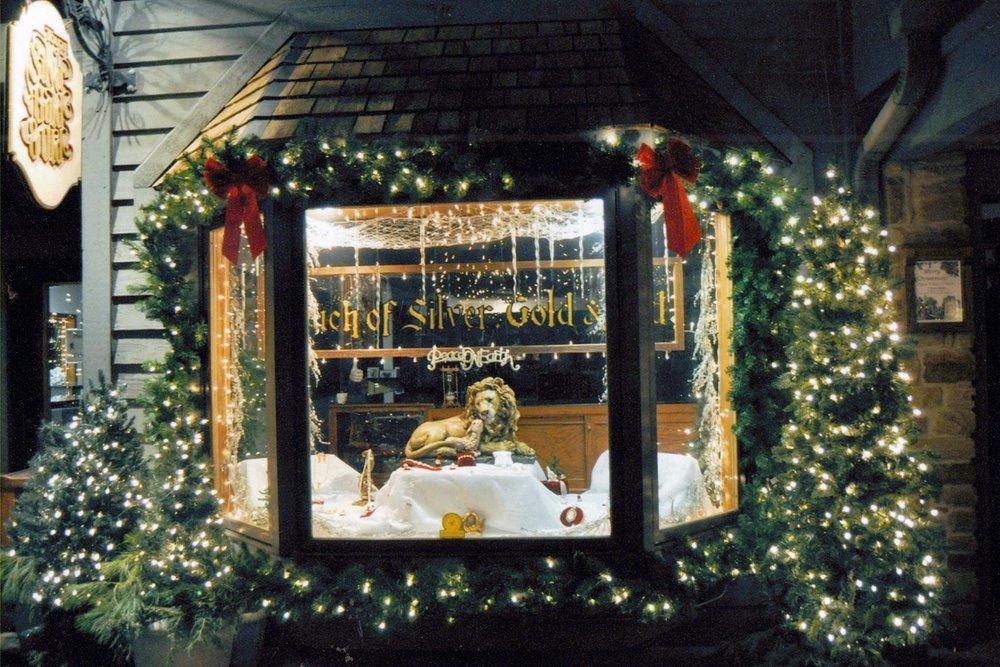 - Touch of Silver Gold & Oldwww.touchofsilvergoldandold.com87 E. Main Street, PO Box 604Nashville, IN 47448