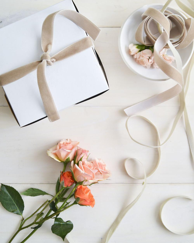 localcreative-marthastewart-valentines-lael-cake-flowers-gift-8 (4).jpg