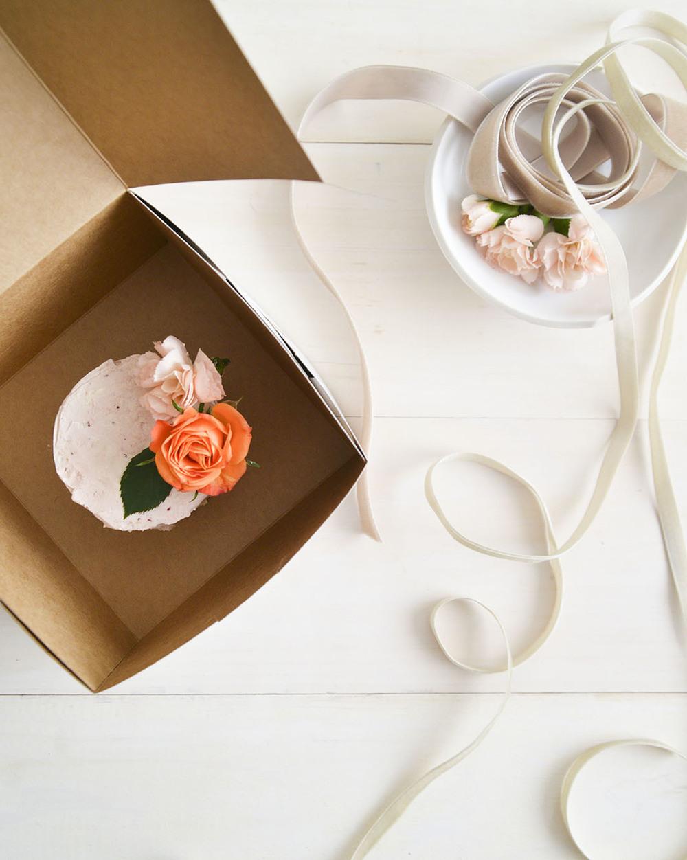 localcreative-marthastewart-valentines-lael-cake-flowers-gift-3 (4).jpg