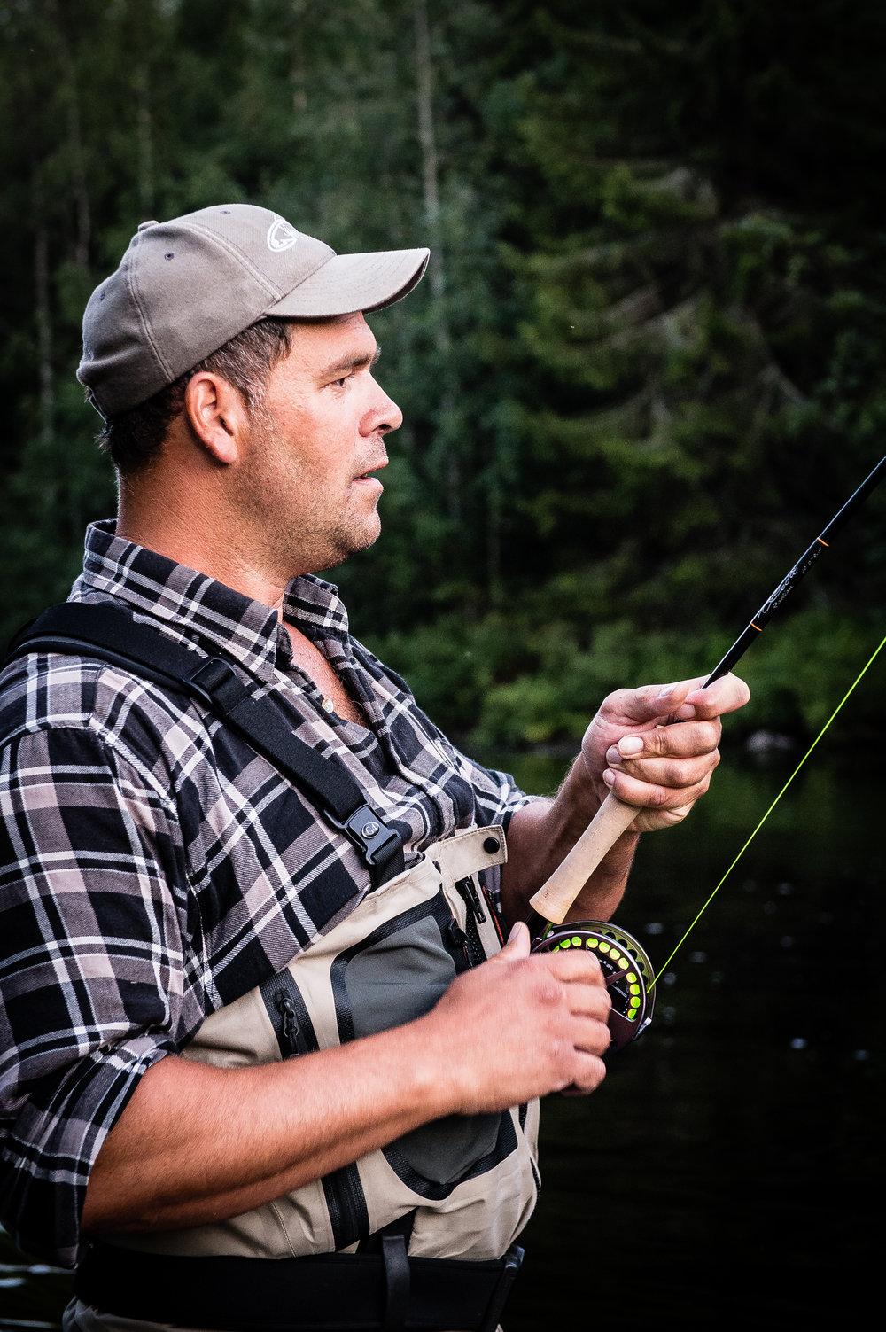 Thomas Johansson, ordförande    Yrke:  Fiskevårdare   Bor:  Kusmark   Mer om Thomas:  Thomas är ordförande i ÖIS och Stiftelsen för Östersjölaxen. Thomas har arbetat i över 25 år med fiskevårds- och förvaltningsfrågor. Han är en av eldsjälarna som målmedvetet har bidragit till att återetablera vilda bestånd av lax och öring till Kågeälven igen.   Kontakt:  thomas (at) kagealven.se 070 581 70 29