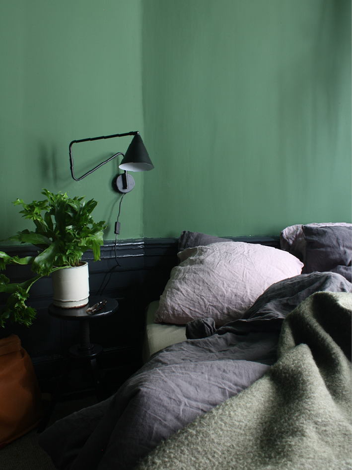 THE NICE STUFF COLLECTOR INTERIOR BLOG INTERIEUR BLOG THEO-BERT POT NETHERLANDS HOLLAND BLOG BEELD STAAND GROEN SLAAPKAMER_2.jpg