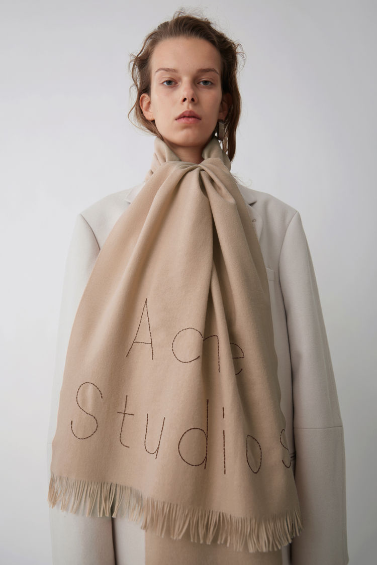 INTERIEUR BLOGGER ACNE STUDIOS THE NICE STUFF COLLECTOR THEO-BERT POT 1.jpg