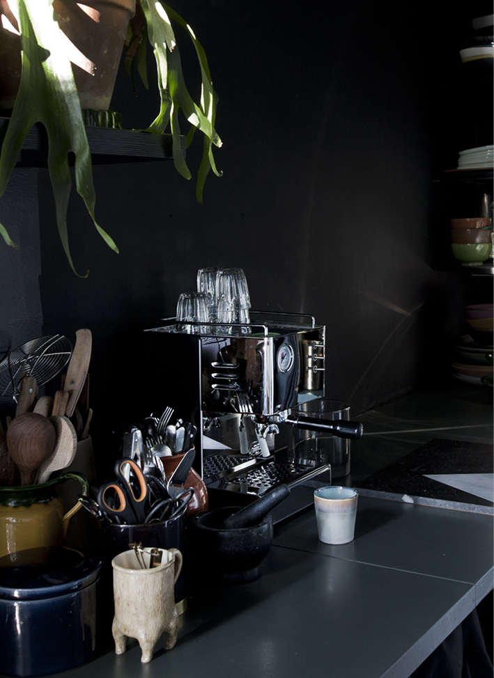 ESPRESSOMACHINE INTERIOR BLOG FOOD DRINKS INTERIEUR STYLING FONQ KOFFIEMACHINE THEO-BERT POT - 2.jpg