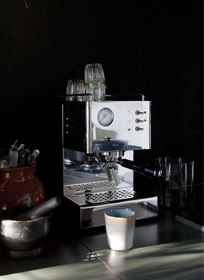 ESPRESSOMACHINE INTERIOR BLOG FOOD DRINKS INTERIEUR STYLING FONQ KOFFIEMACHINE THEO-BERT POT - 3.jpg