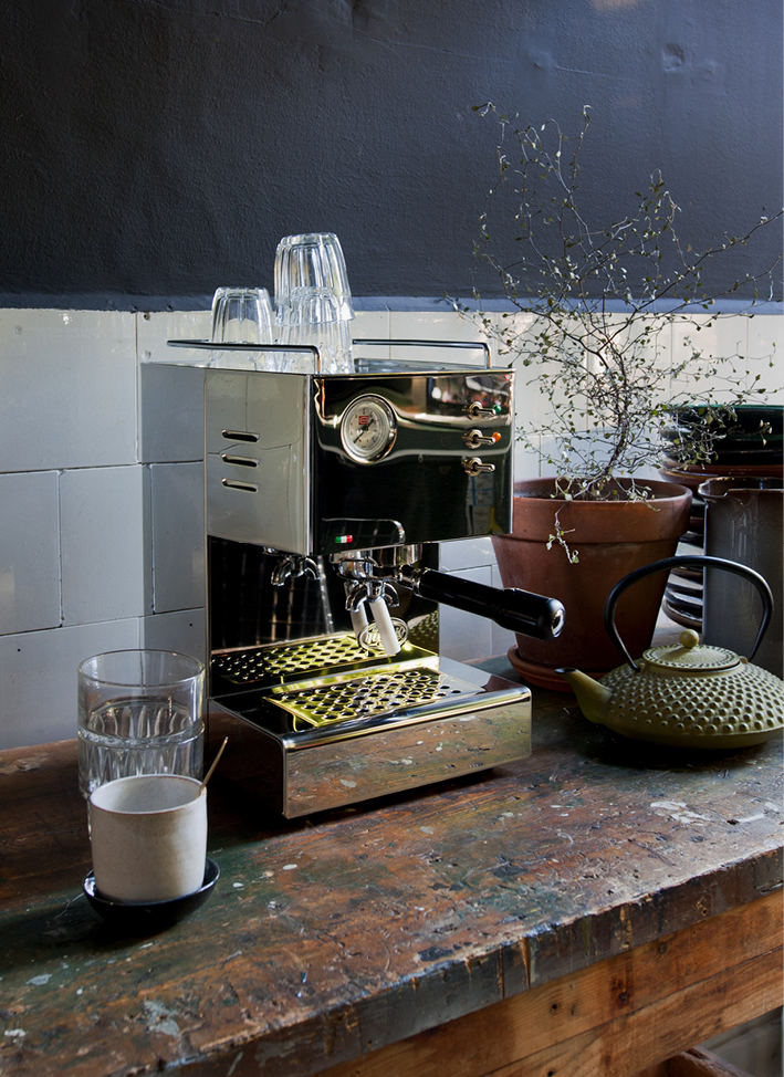 ESPRESSOMACHINE INTERIOR BLOG FOOD DRINKS INTERIEUR STYLING FONQ KOFFIEMACHINE THEO-BERT POT - 4.jpg