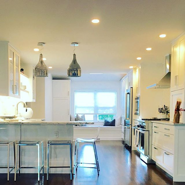 Kitchen Reno...Let the light shine in...☀️@charlenezei#happyclient #whitekitchen #kitchendesign #luxekitchens #whitecabinetry #quartzitecountertops