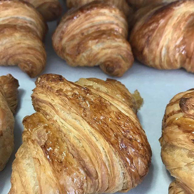 Looks like it's going to be a beautiful fall Sunday! Stop in for some pastries.  #whippedandfrostedboutique #bakery #pastries #croissants #frenchpastry #newlenoxillinois #jolietillinois
