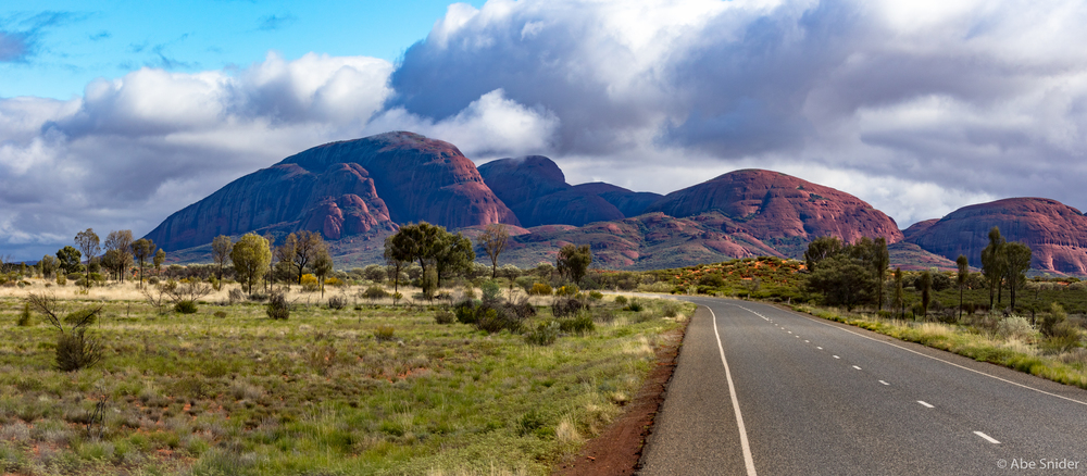Awesome views on the way to one of the trailheads at Kata Tjuta, the other massive rock outcropping about 50km from Uluru.