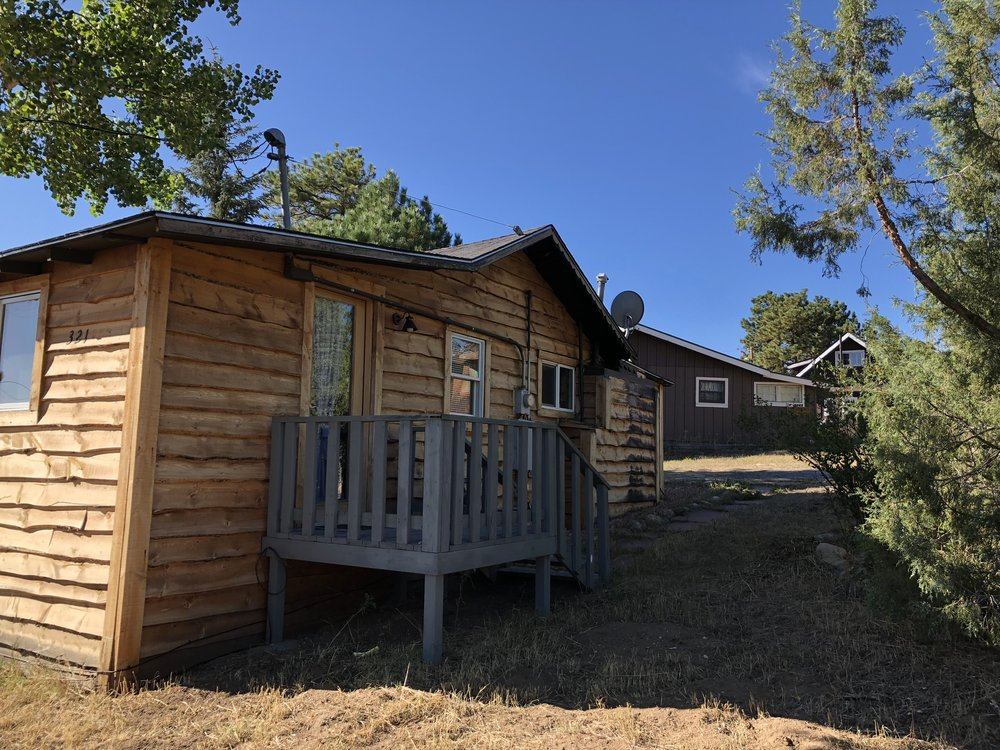 Bear Bottom Cabin - Exterior
