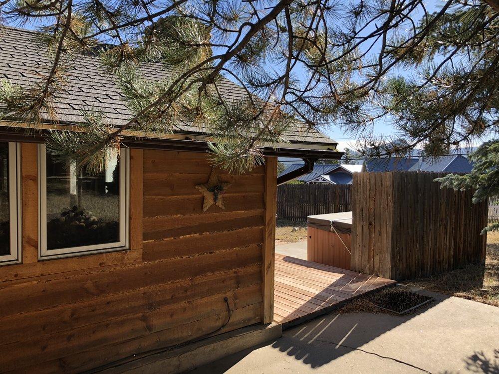Bear Bottom Cabin - Exterior