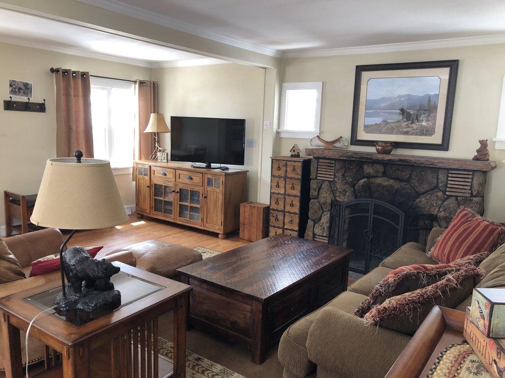 Twin Owls - Living Area