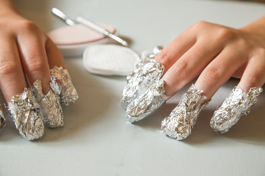 Removal is done by soaking a cotton ball in acetone, placing it on top of the nail, and then covering in tin foil for about 30 minutes.