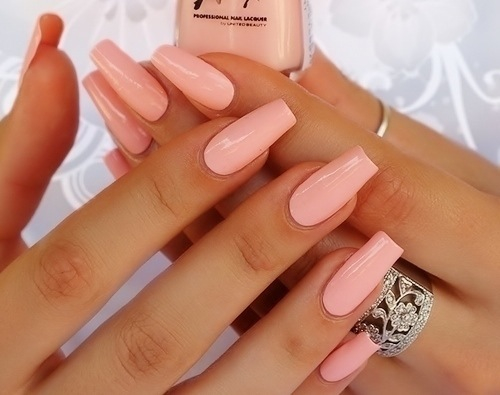 Example of beautiful, healthy acrylic nails.