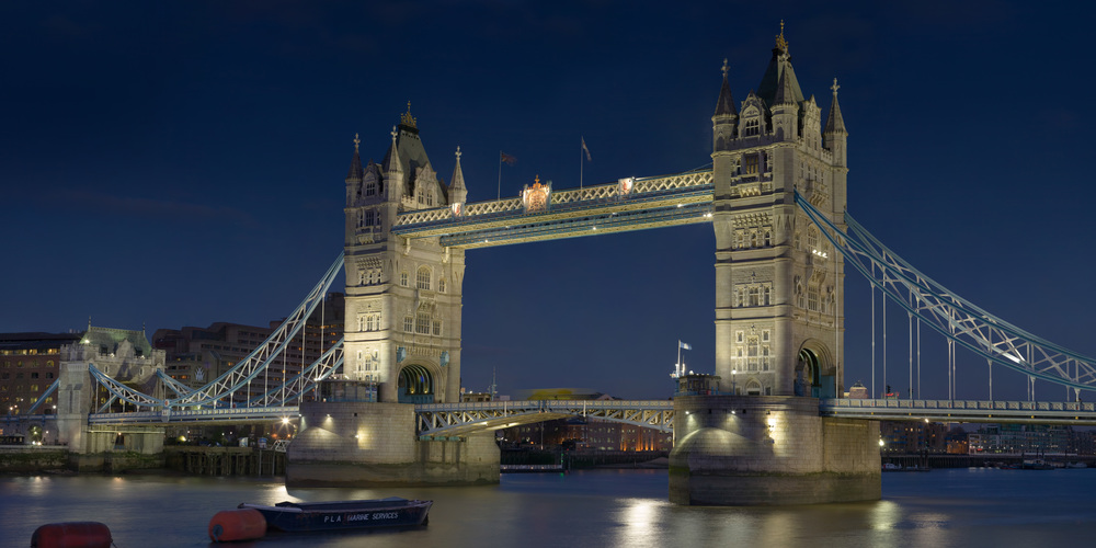 Tower_Bridge_London_Feb_2006.jpg