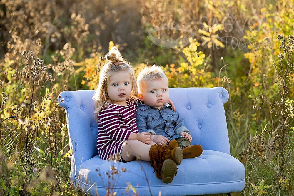 Sibling pose Fargo ND child photographer Janna Sagvold Photography