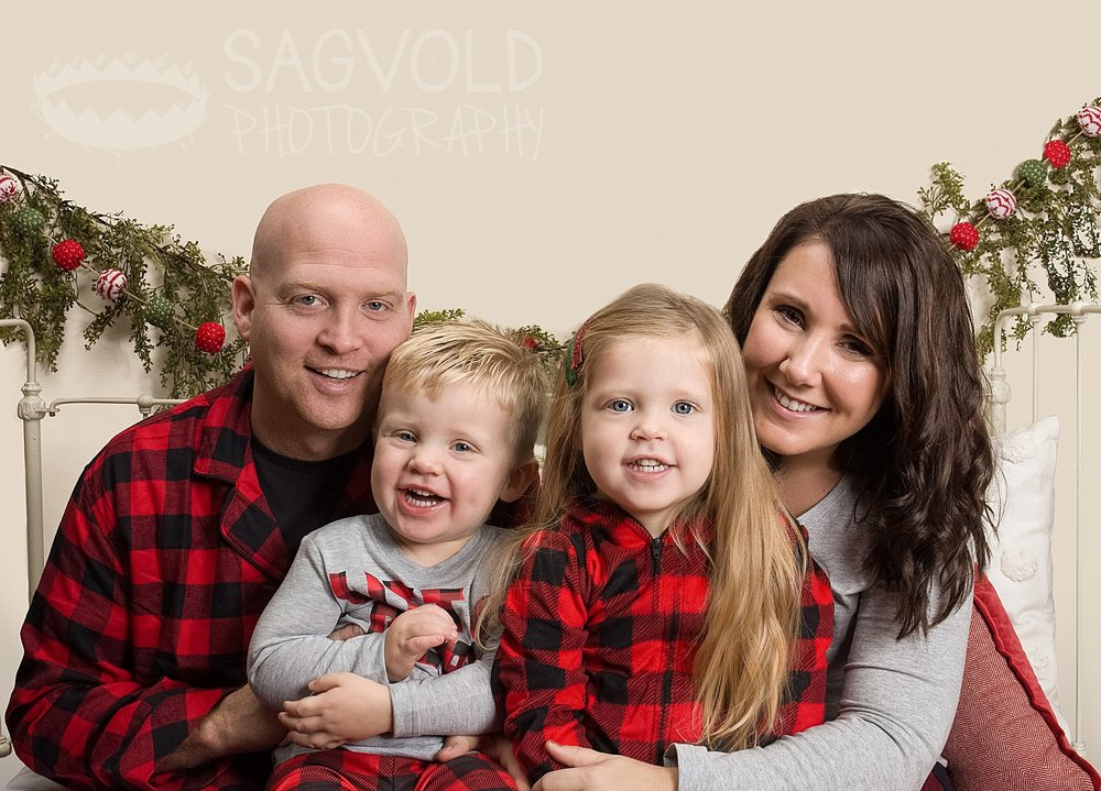 Family holiday picture Fargo ND family photographer Janna Sagvold Photography