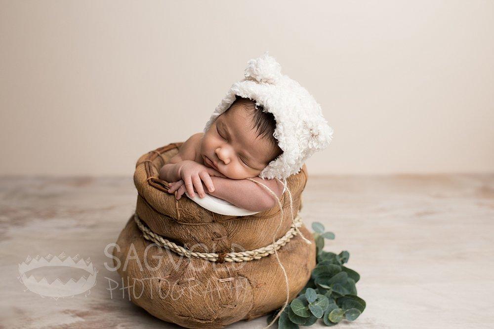 Newborn picture Fargo ND newborn photographer Janna Sagvold Photography