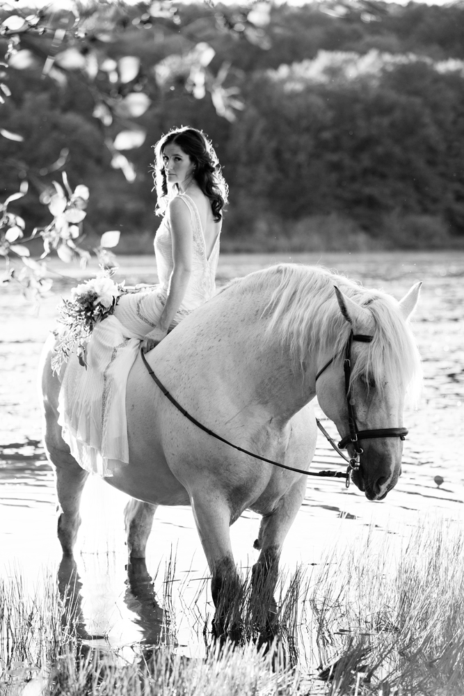 Tracey Buyce wedding photography with horse33.jpg