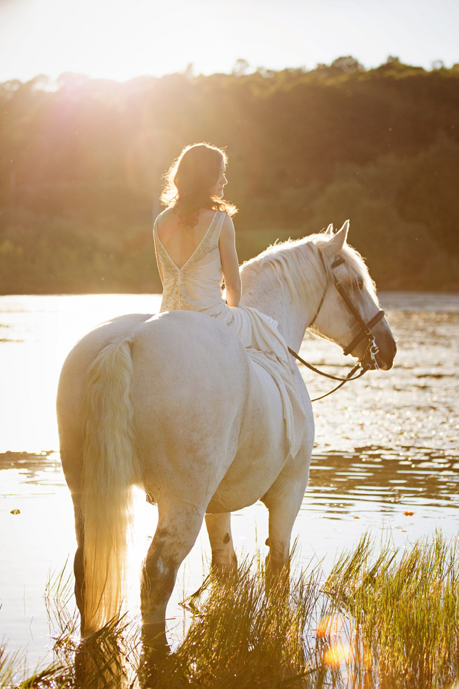 Tracey Buyce wedding photography with horse38.jpg