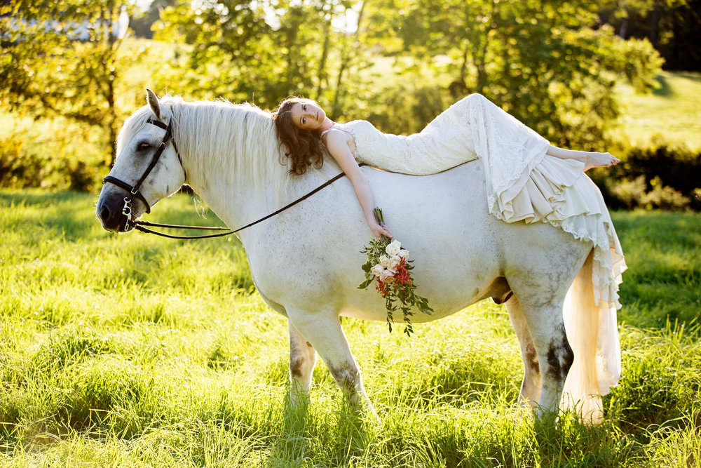 Tracey Buyce wedding photography with horse41.jpg