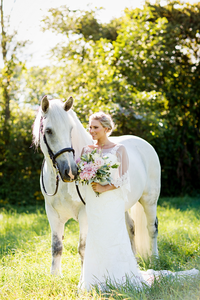Tracey Buyce wedding photography with horse44.jpg