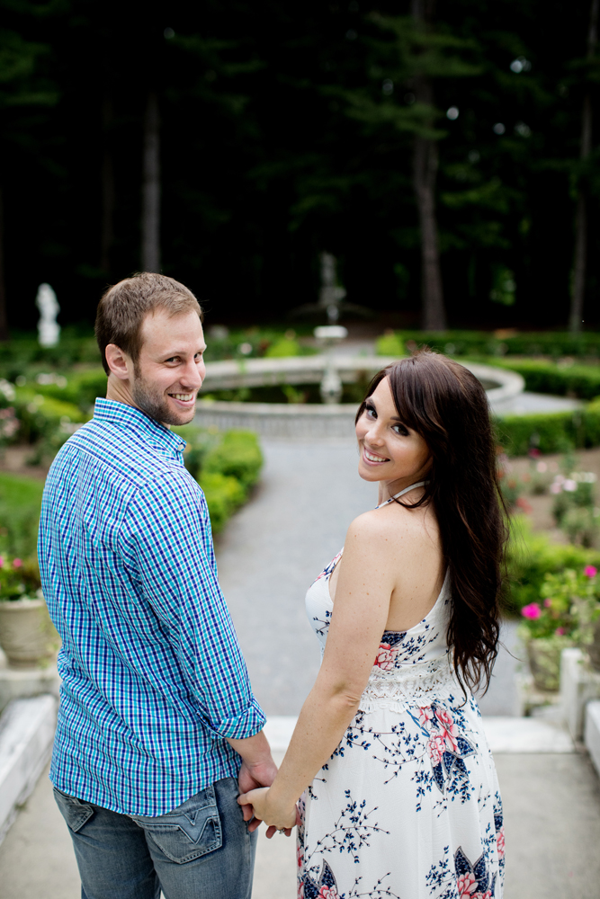 Yaddo garden engagement photo01.jpg