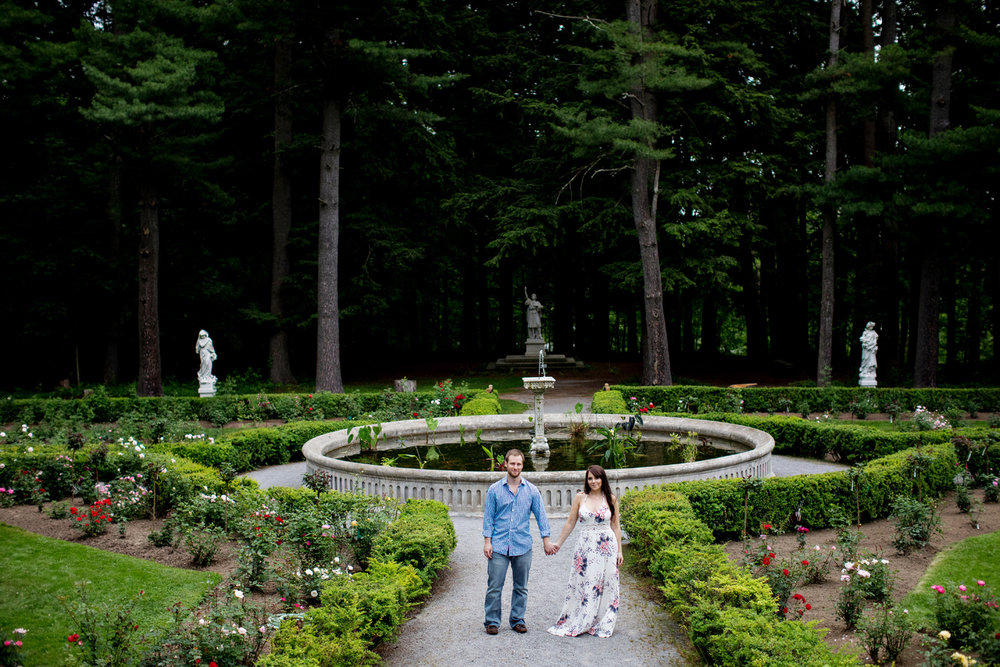 Yaddo garden engagement photo02.jpg