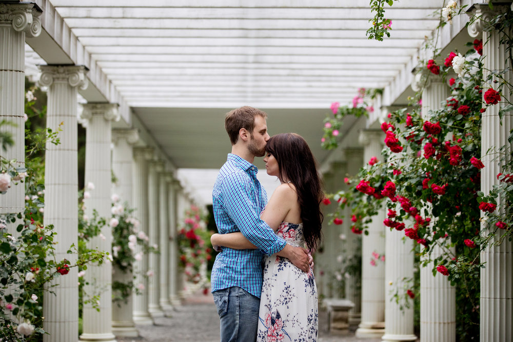 Yaddo garden engagement photo09.jpg