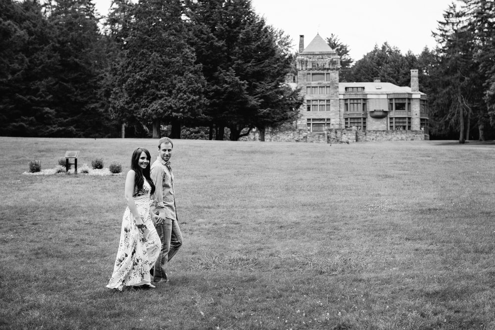 Yaddo garden engagement photo17.jpg