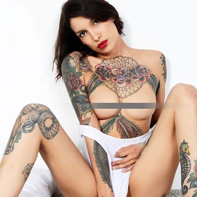 I can be your SUPER MODEL ✨ if you believe . . . .  #procuddler #professionalcuddler #cuddlegirl #love #tattoomodel #toplessmodel #titsout #losangelesmodel #punkmodel #oioioi #censored #girlswithtattoos #pinup #supermodel #sza #emo #cutie #tattooedgirls #cuddleme #letscuddle