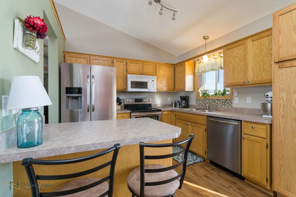 5342-Kahler-Dr-Albertville-MN-55301-5-kitchen.jpg
