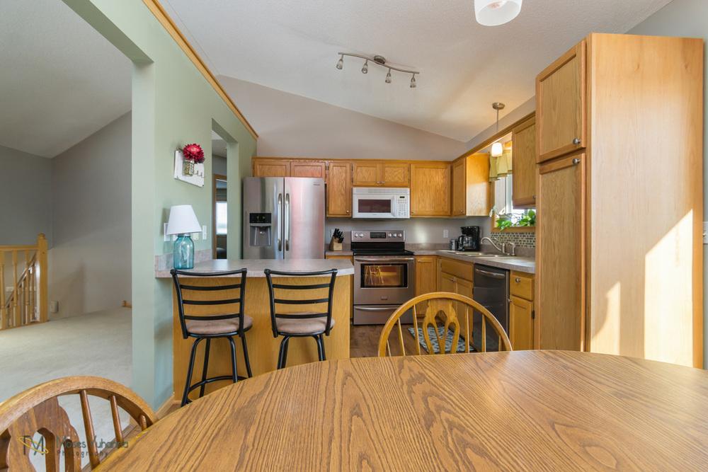 5342-Kahler-Dr-Albertville-MN-55301-6-dining-kitchen.jpg