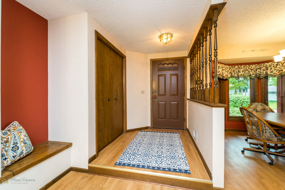 205-119th-avenue-nw-coon rapids-mn foyer.jpg