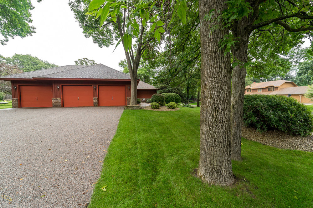 205-119th-avenue-nw-coon rapids-mn garage front.jpg