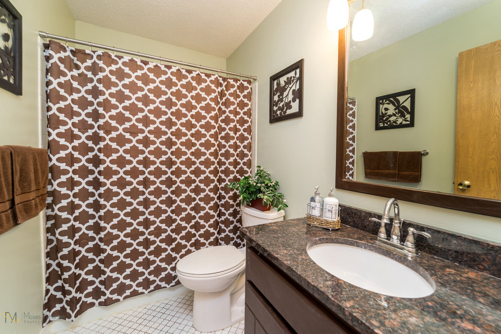 10405-39th-avenue-n-plymouth-mn-bathroom main.jpg