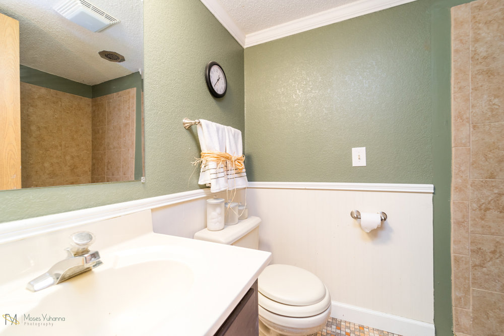10405-39th-avenue-n-plymouth-mn-bathroom LL.jpg