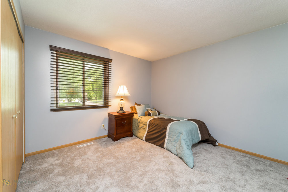 10405-39th-avenue-n-plymouth-mn-bedroom2.jpg