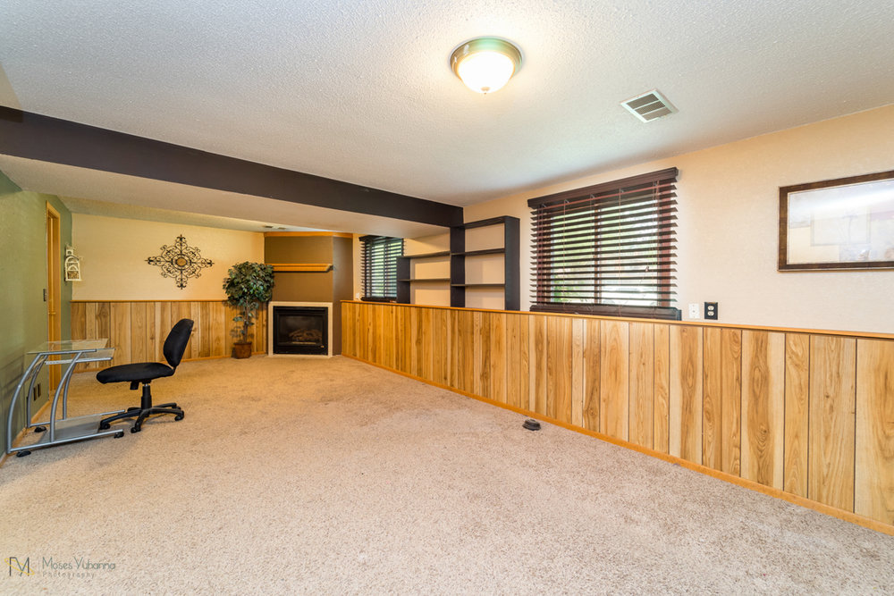 10405-39th-avenue-n-plymouth-mn-family room 2.jpg