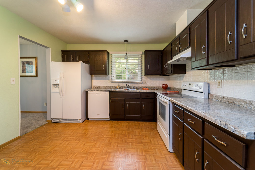 10405-39th-avenue-n-plymouth-mn-kitchen.jpg