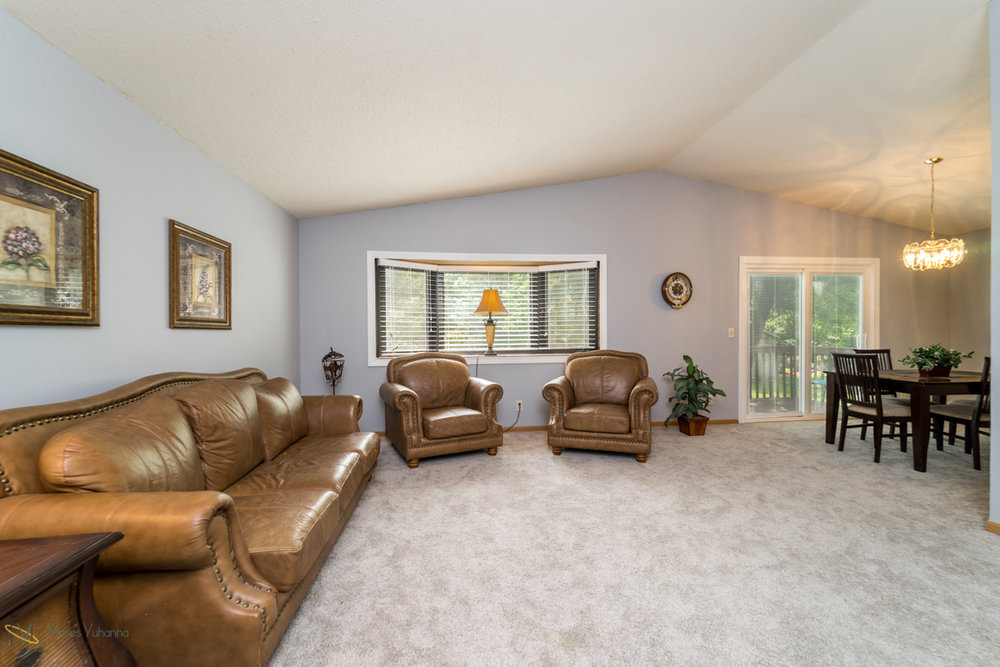 10405-39th-avenue-n-plymouth-mn-living dining room.jpg