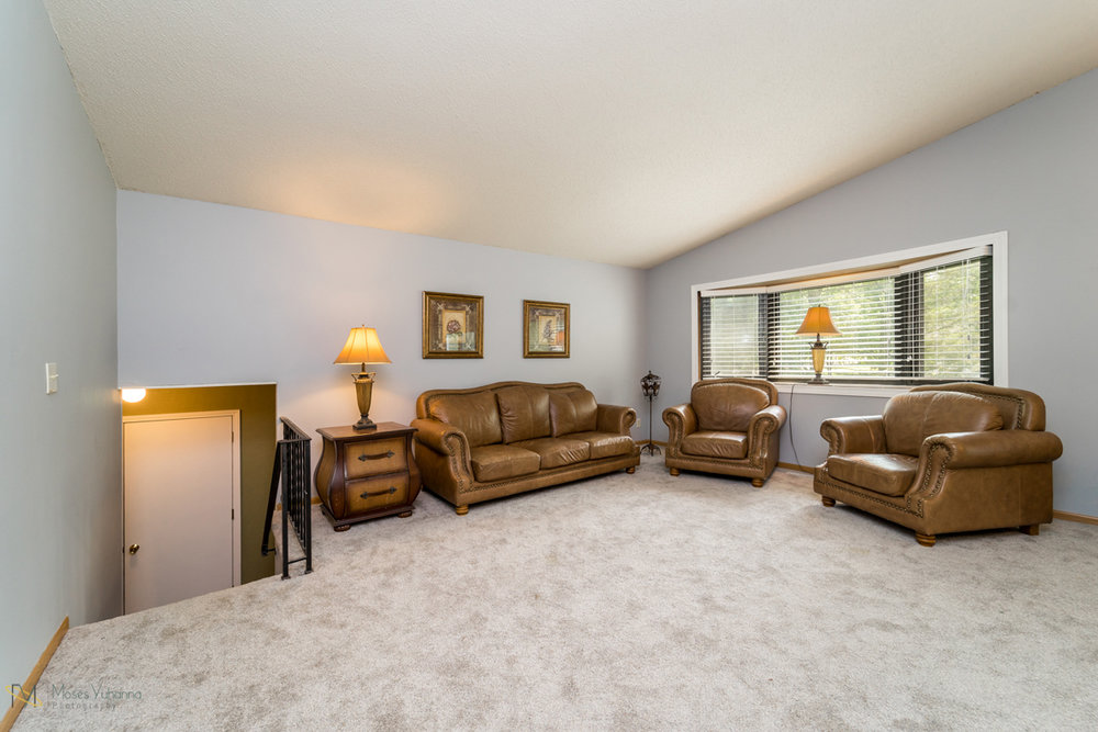 10405-39th-avenue-n-plymouth-mn-living room2.jpg