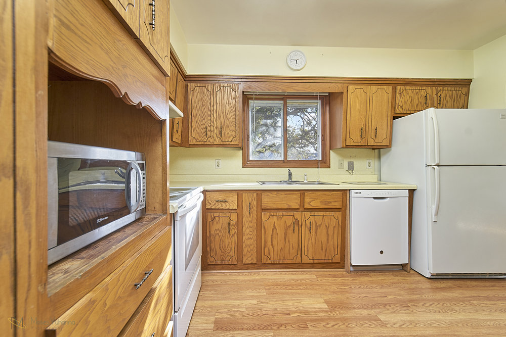 8166-Rondeau-Lake-Rd-E-Lino Lakes-11-kitchen.jpg