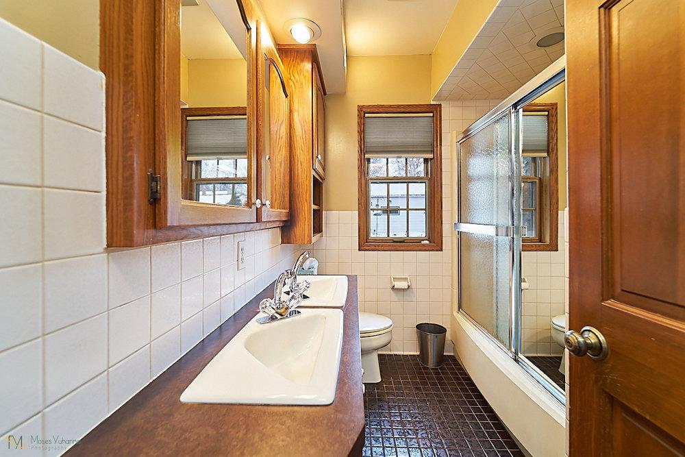 11 bath.jpg