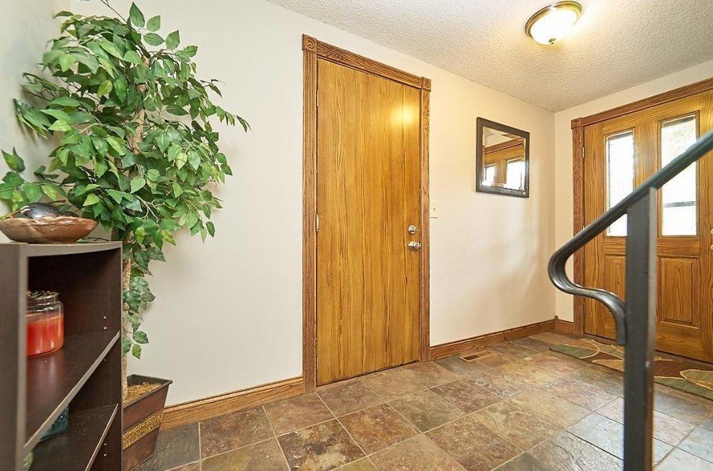 7701-n-york-lane-brooklyn-park-entryway.jpg
