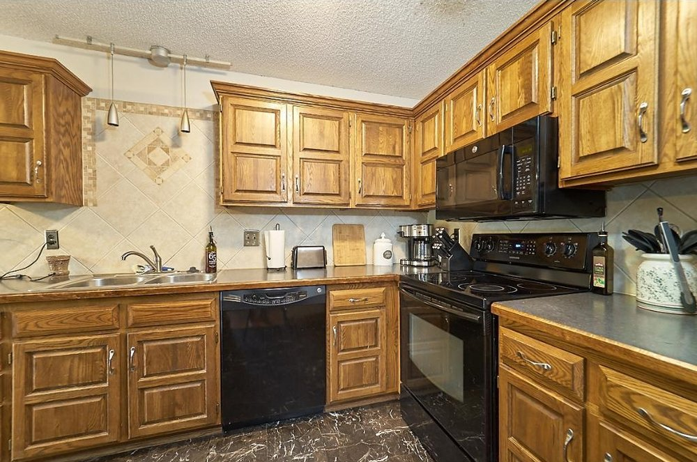 7701-n-york-lane-brooklyn-park-kitchen.jpg